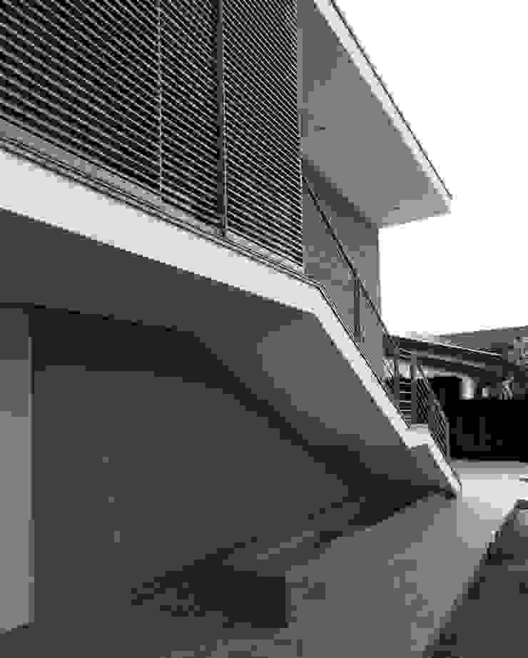 Casa B Case moderne di Lorenzo Spinazzi Architetto Moderno