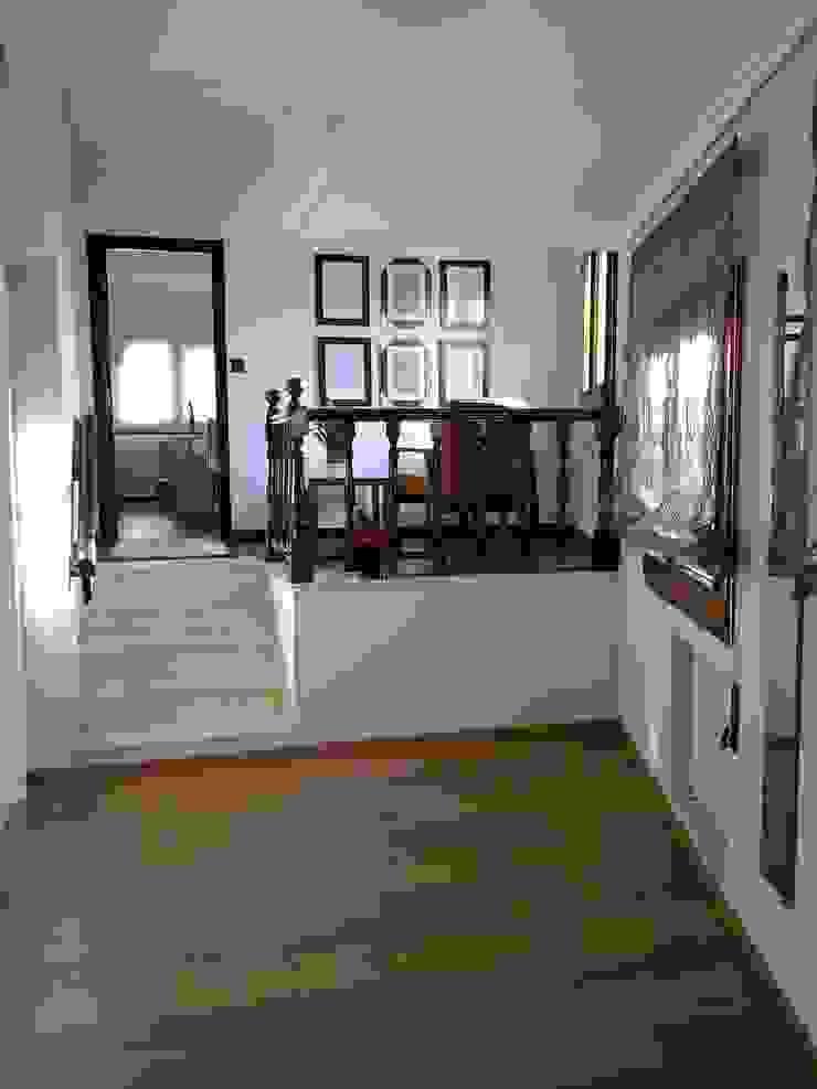 Zona de recepción del gabinete de Arquitectos Fin Moderno