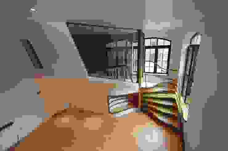 Roominaroom Houses by Atmos Studio
