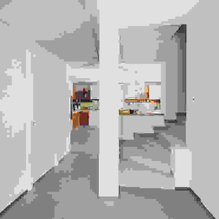 CASE TERRAZZE MONTICELLO Ingresso, Corridoio & Scale in stile moderno di EMMANUELLO | ARCHITETTURA | DESIGN Moderno