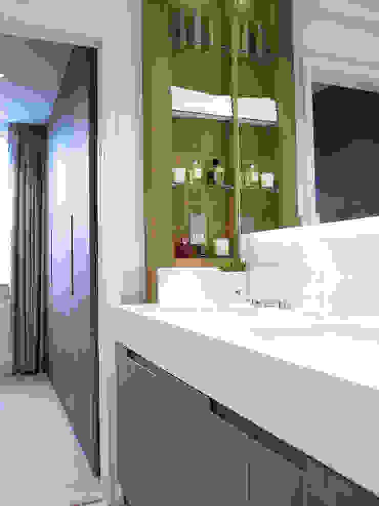Cadogan Place Apartment Classic style bathroom by DO Design Studio Classic