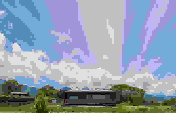 Modern Houses by 株式会社 哲・Braveデザイン工房 Modern
