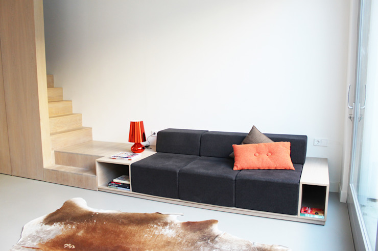 Verbouwing arbeiderswoning tot 'pied a terre' Minimalistische huizen van 8A Architecten Minimalistisch