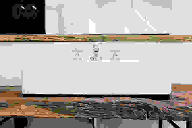 Casas de banho clássicas por homify Clássico