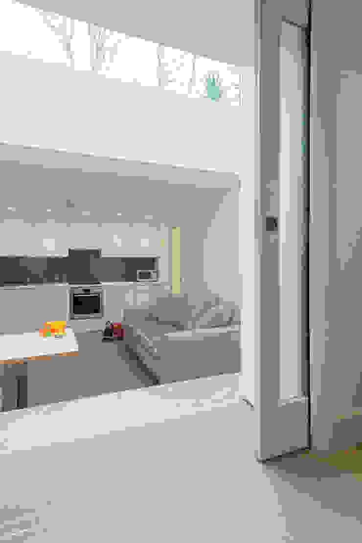 Peekaboo House Modern kitchen by Lipton Plant Architects Modern