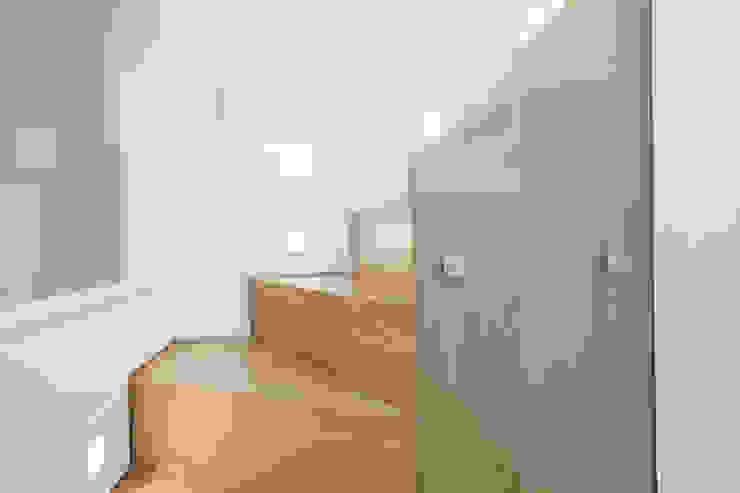 Peekaboo House: modern  by Lipton Plant Architects, Modern