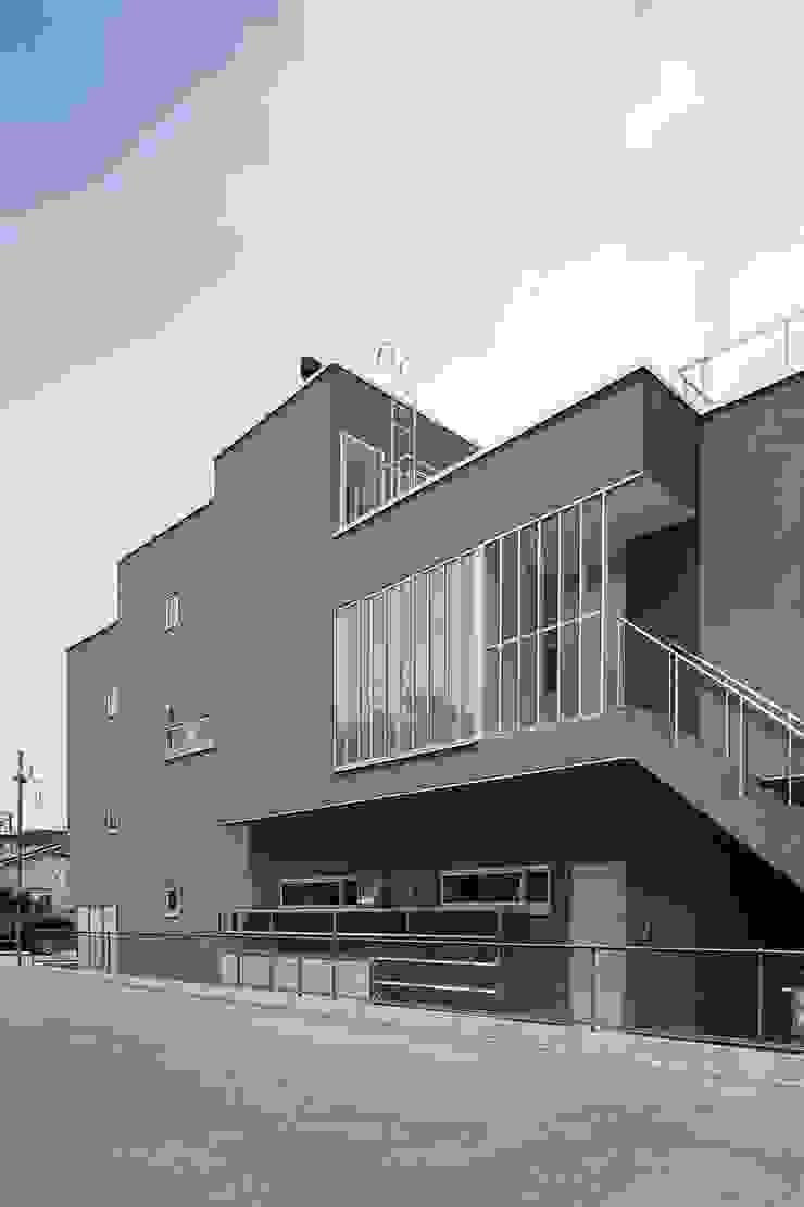 御器所の住宅: 諸江一紀建築設計事務所が手掛けた折衷的なです。,オリジナル