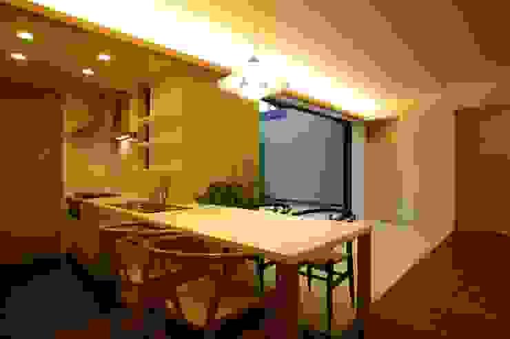 平屋のコートハウス オリジナルデザインの キッチン の 新明設計 オリジナル