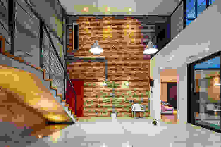 Casa Pinball:  industrial por Studio Fabrício Roncca,Industrial