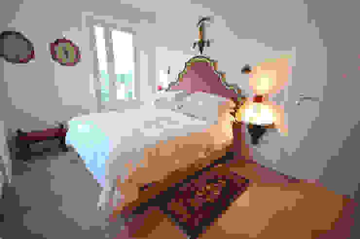 Ristrutturazione di appartamento privato in immobile di fine '800 Case in stile rustico di Valeria Sdraiati Rustico
