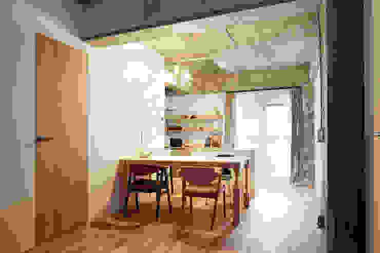 中京区の家/ダイニング モダンデザインの ダイニング の 一級建築士事務所 こより モダン