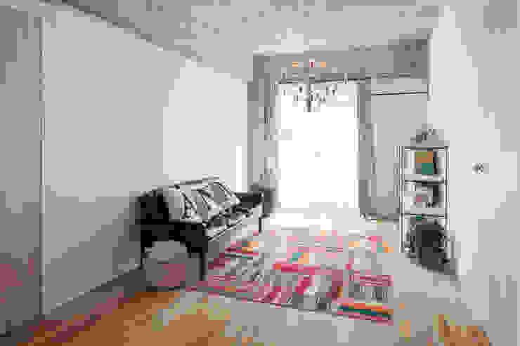 中京区の家/リビング モダンデザインの リビング の 一級建築士事務所 こより モダン