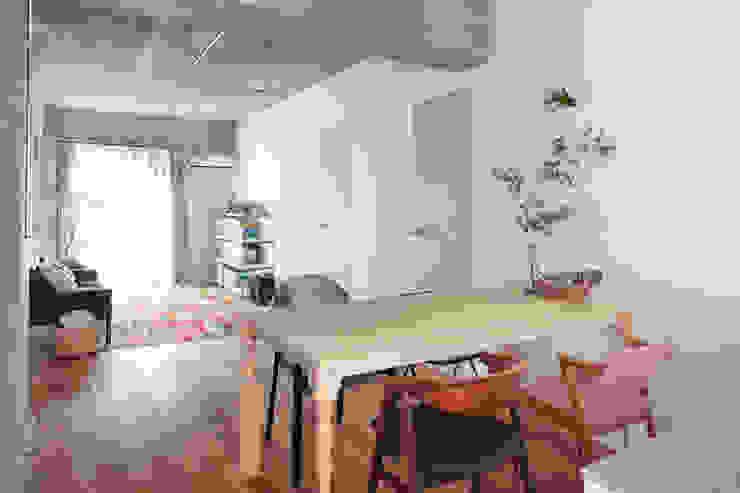 中京区の家/ダイニング リビング モダンデザインの ダイニング の 一級建築士事務所 こより モダン