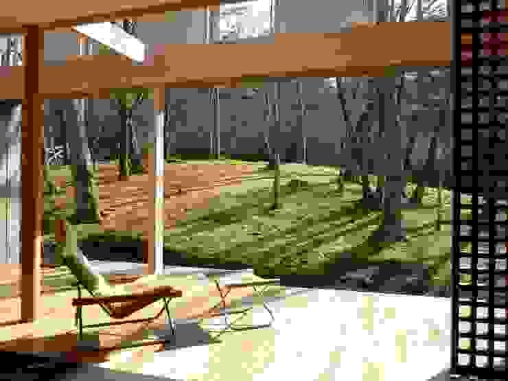 KOKE SANKYO (Villa of Moss) の Naoko Hirakura Architect & Associates