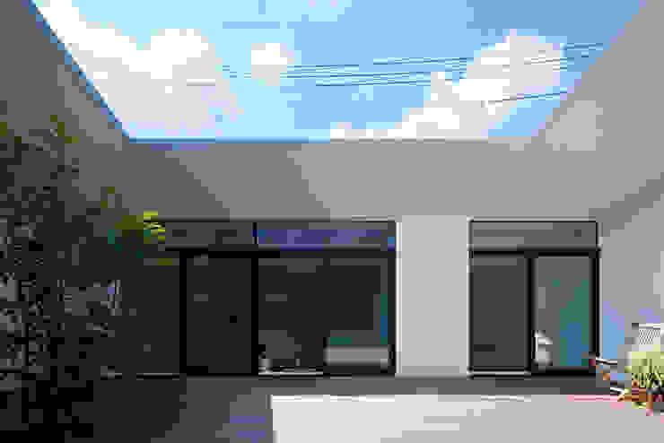 Nhà by 石井秀樹建築設計事務所