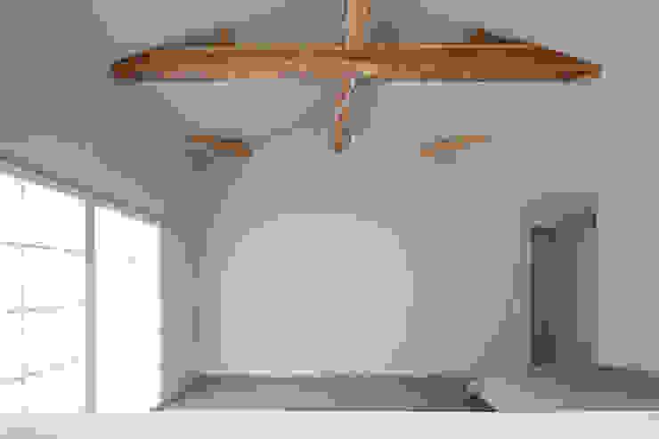 Maisons modernes par 一級建築士事務所 こより Moderne