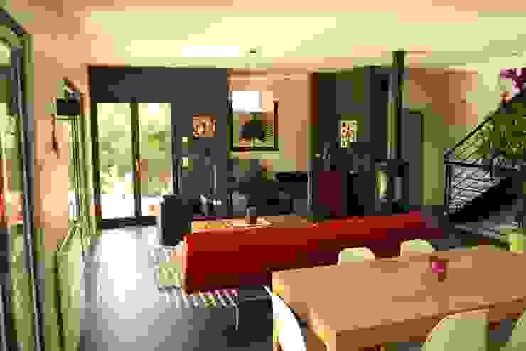 Le séjour, vers l'entrée et le bureau Maisons modernes par Atelier d'Architecture Marc Lafagne, architecte dplg Moderne