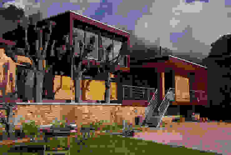 Case moderne di Atelier d'Architecture Marc Lafagne, architecte dplg Moderno