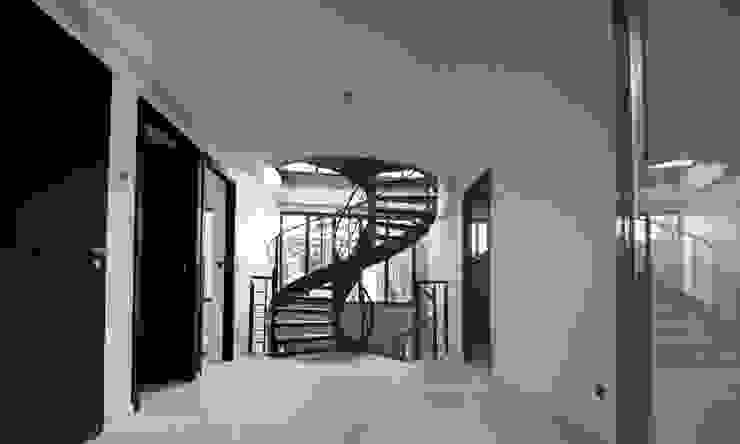 Villa Montsouris. Hall du 2éme étage. Atelier Morales 2014 Maisons modernes par Atelier Morales Moderne