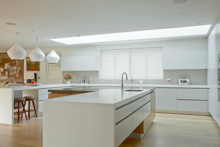 Kitchen shutters van The New England Shutter Company Minimalistisch