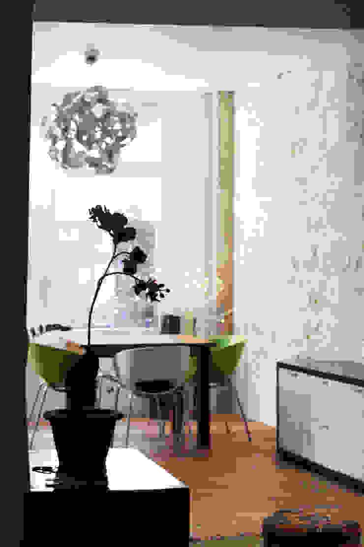 Appartement BRNT Salle à manger moderne par BIENSÜR Architecture Moderne