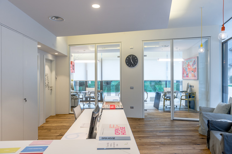 Uffici Bertoldi Holding di filippopeterlongo design lab Moderno