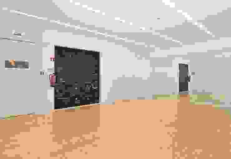 Academia de Bailado Clássico de Aveiro by GAAPE - ARQUITECTURA, PLANEAMENTO E ENGENHARIA, LDA Modern