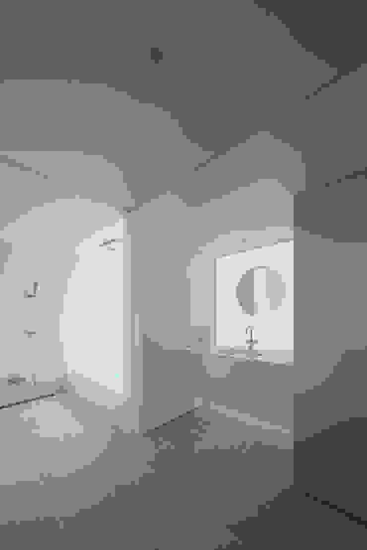 obi house モダンスタイルの お風呂 の ソルト建築設計事務所 モダン