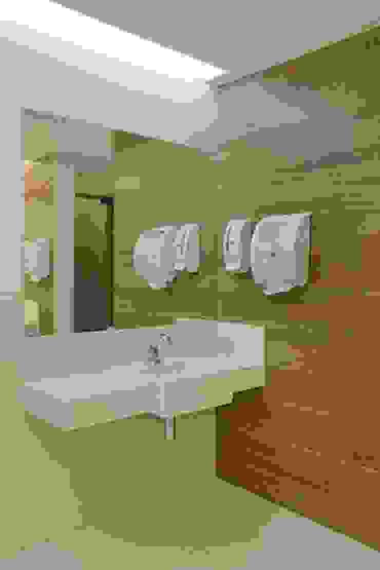 Panamera Bistrô – Banheiros Públicos Espaços gastronômicos modernos por DG Arquitetura + Design Moderno