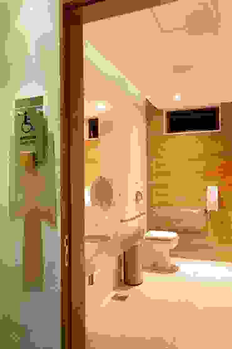 Panamera Bistrô - Banheiros PNE Espaços gastronômicos modernos por DG Arquitetura + Design Moderno