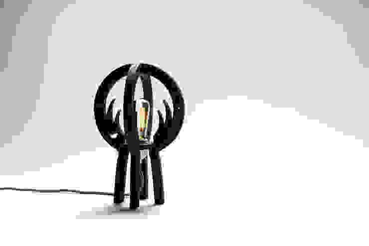 """WILD MOON"": modern  door Nik Baeyens Design Studio, Modern"