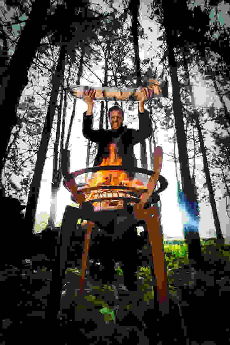 """Fire Walk With Me"": modern  door Nik Baeyens Design Studio, Modern"