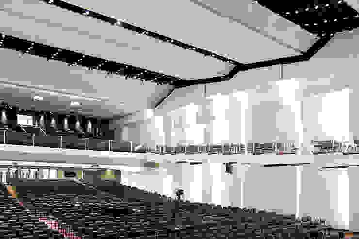 O templo religioso tem capacidade para quase quatro mil pessoas FCM Arquitetura