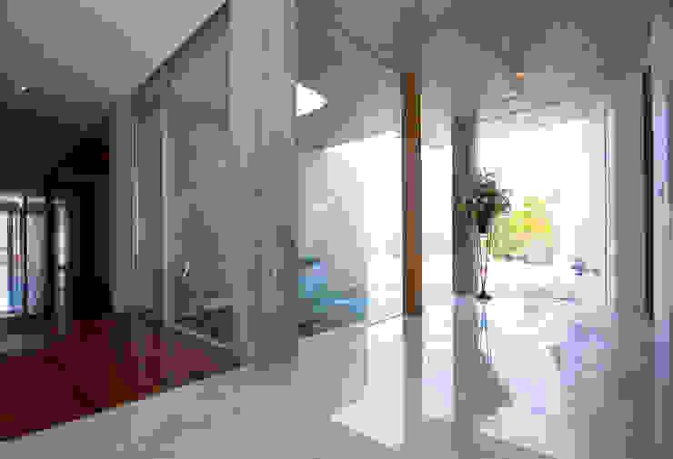 エンオトンススペース モダンスタイルの 玄関&廊下&階段 の 一級建築士事務所ATELIER-LOCUS モダン