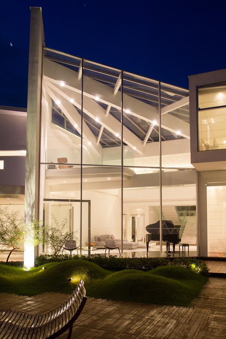 CASA MOVIMENTO Paredes e pisos modernos por FCM Arquitetura Moderno