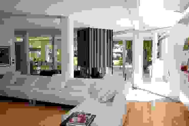 Villa a Preganziol Soggiorno moderno di AluK Moderno