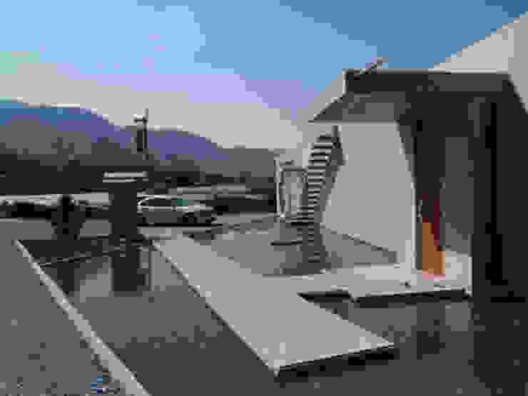 アプロ-チを見返す モダンな 家 の 一級建築士事務所ATELIER-LOCUS モダン