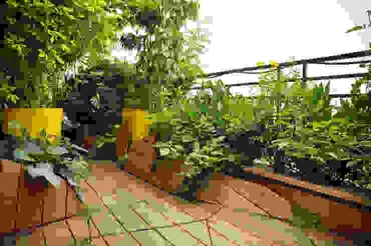 Eclectic style balcony, veranda & terrace by ATELIER DLV Eclectic