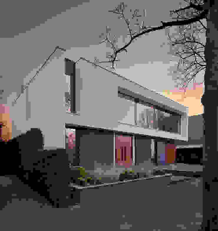 Modern Houses by VAN ROOIJEN ARCHITECTEN Modern Slate