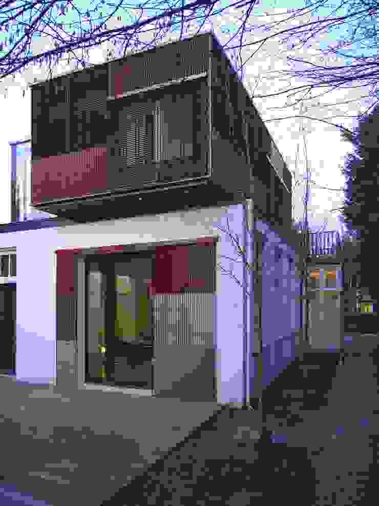 gelaagde gevel vanuit de tuin Moderne tuinen van TenBrasWestinga ARCHITECTUUR / INTERIEUR en STEDENBOUW Modern