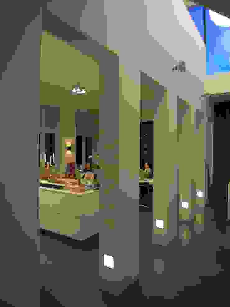 Vide en keuken Moderne gangen, hallen & trappenhuizen van TenBrasWestinga ARCHITECTUUR / INTERIEUR en STEDENBOUW Modern