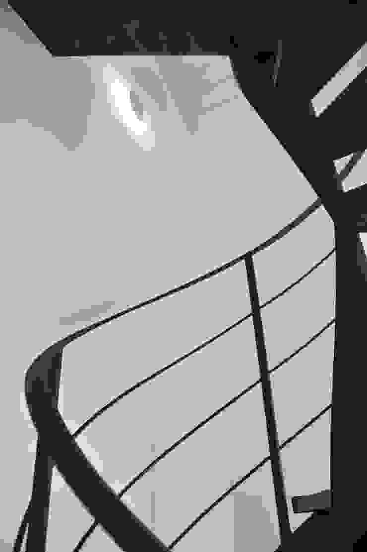 CASA B Soggiorno moderno di ARCHITETTO Ingrid Fontanili Moderno