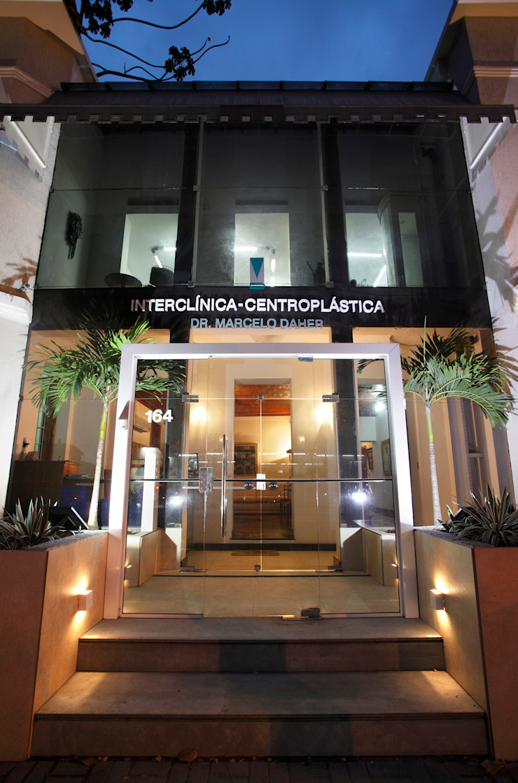 Interclínica Centroplástica Clínicas modernas por DG Arquitetura + Design Moderno
