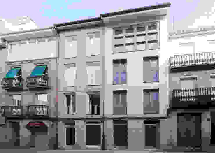EDIFICIO DE VIVIENDAS + BAJO COMERCIAL Casas de estilo moderno de arquitectura SEN MÁIS Moderno