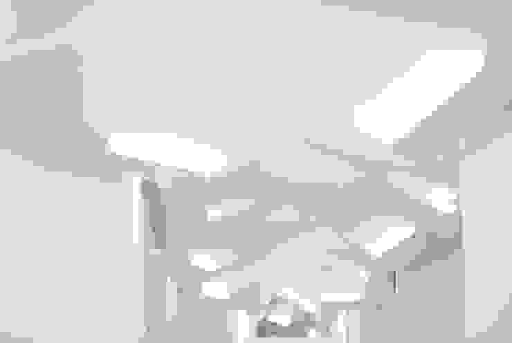 PAPEL Paredes e pisos modernos por FCM Arquitetura Moderno