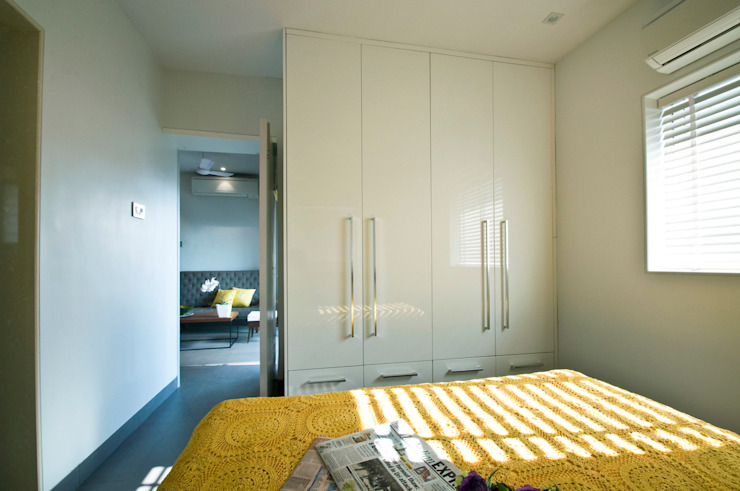 RESIDENCE AT CUFFE PARADE Minimalist bedroom by Dhruva Samal & Associates Minimalist