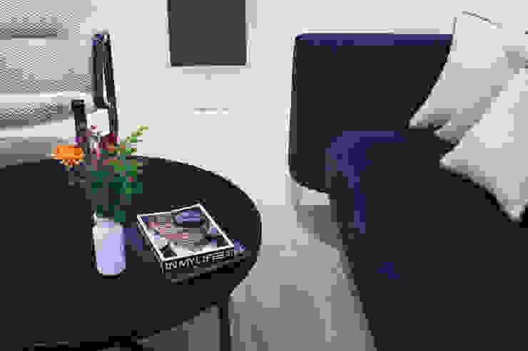 canalside flat : camden Minimalist living room by Cassidy Hughes Interior Design Minimalist