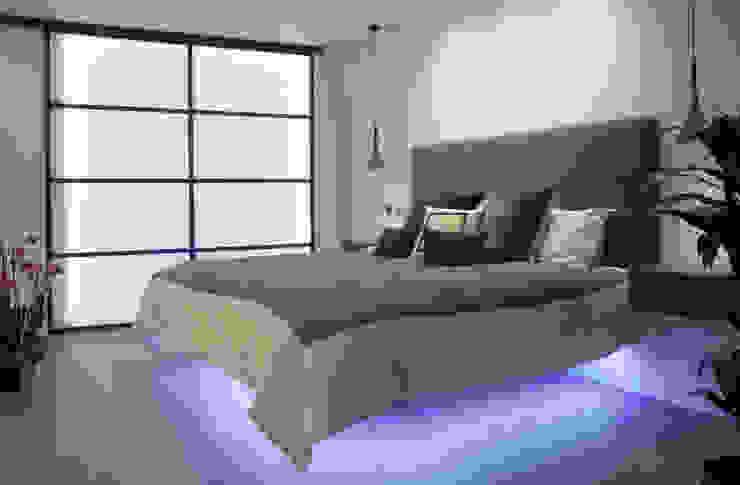 canalside flat : camden Minimalist bedroom by Cassidy Hughes Interior Design Minimalist