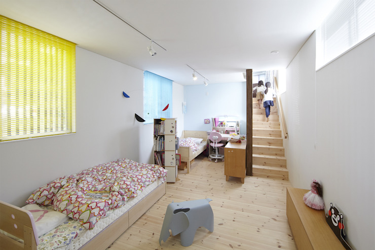 地形に寄り添う家 モダンデザインの 子供部屋 の 一級建築士事務所ROOTE モダン