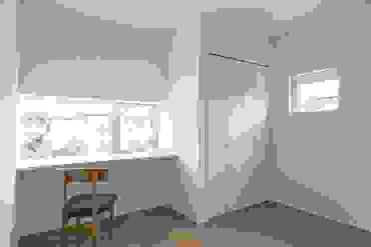 Kusatsu House モダンデザインの 多目的室 の ALTS DESIGN OFFICE モダン